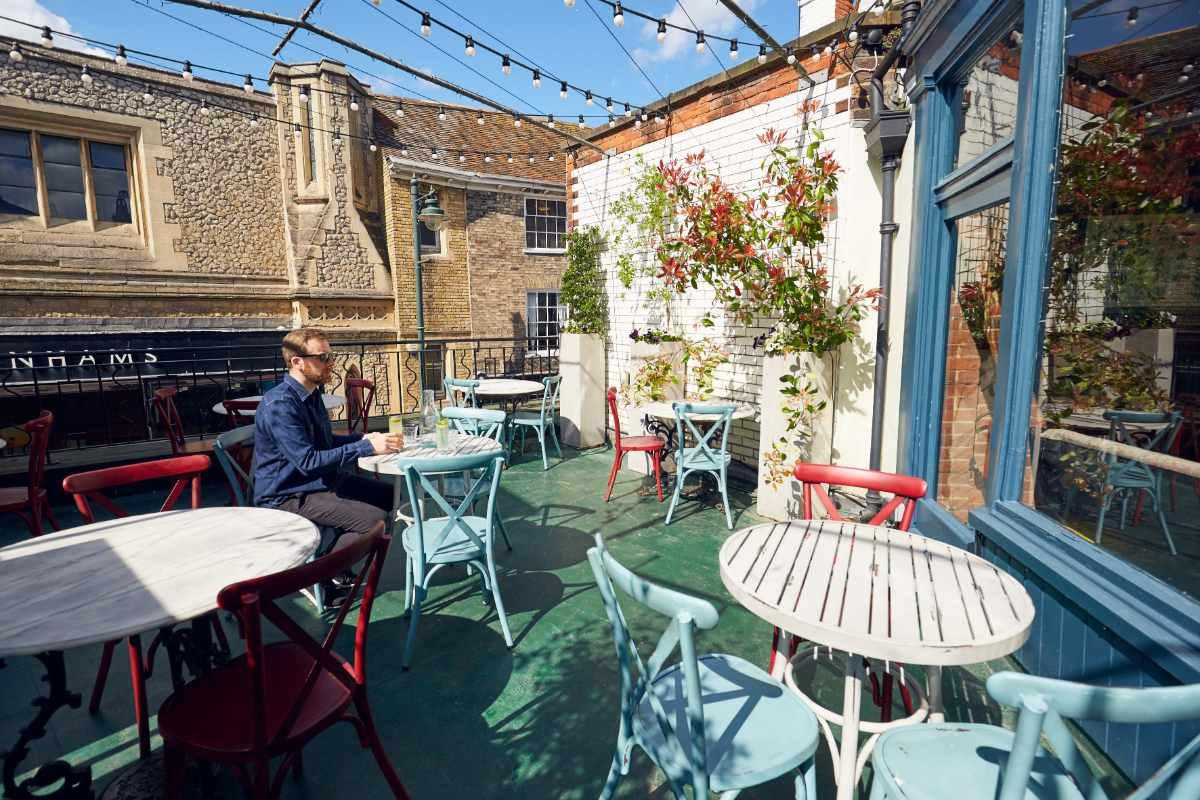 drapers-arms-sun-terrace-bottomless-brunch-canterbury