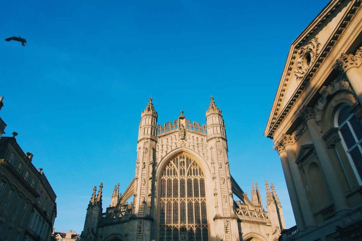 exterior-of-bath-abbey-on-sunny-day