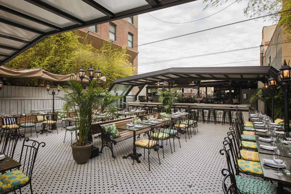 hotel-chantelle-outdoor-dining-area-bottomless-brunch-nyc
