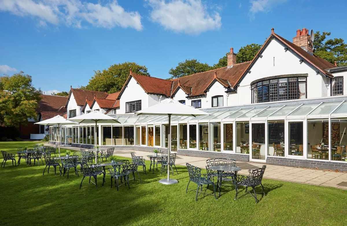 macdonald-craxton-wood-hotel-and-spa-on-sunny-day