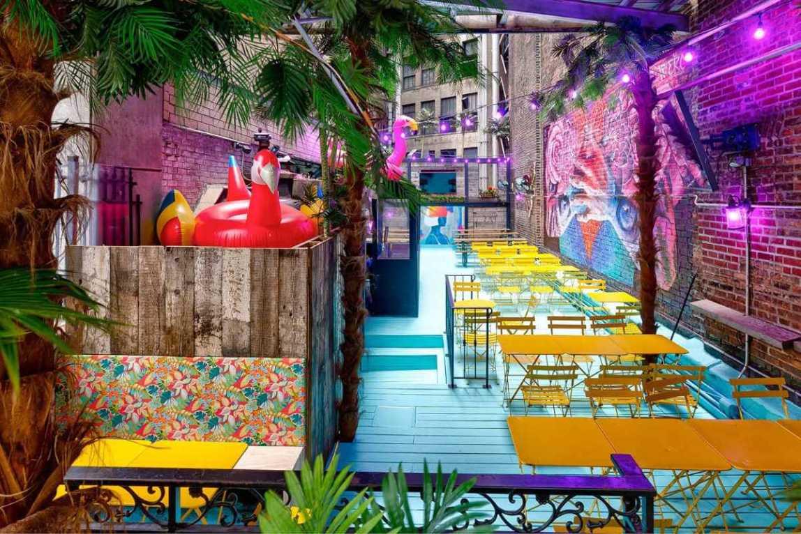 outdoor-dining-at-tavern-29-restaurant-bottomless-brunch-nyc