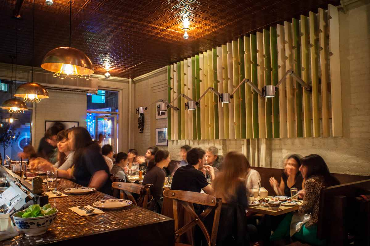 people-eating-at-bar-and-on-tables-at-pig-&-khao-restaurant