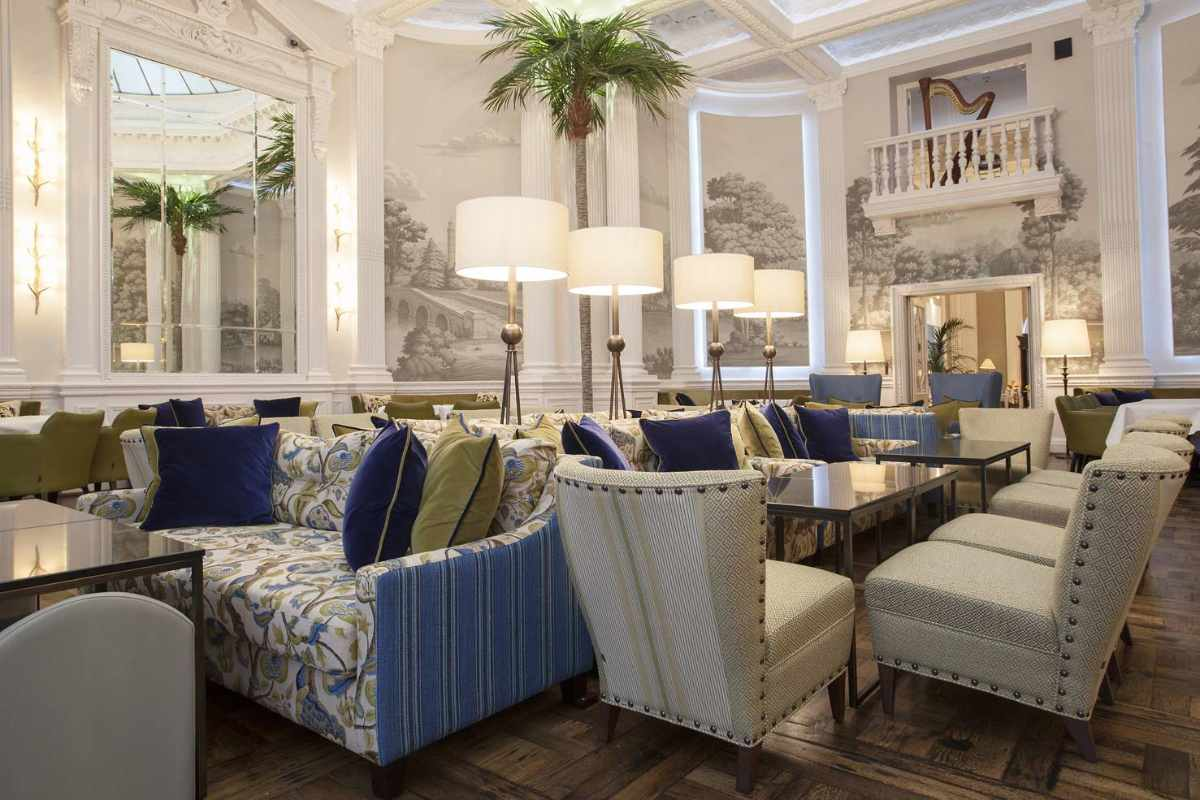 restaurant-tables-in-palm-court-in-the-balmoral-hotel
