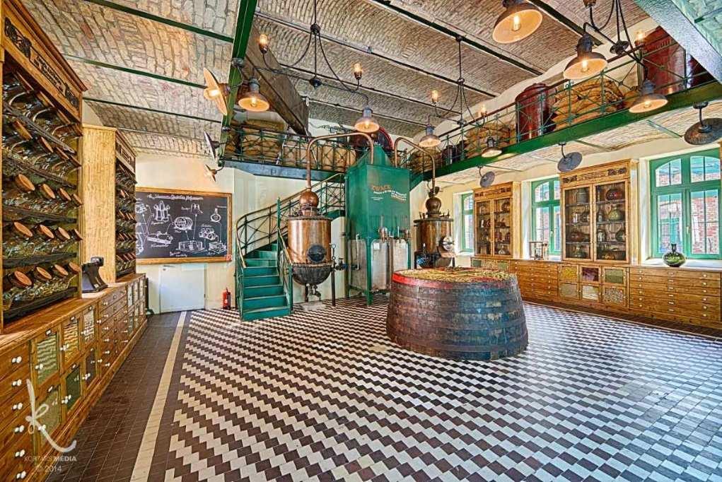 room-inside-house-of-unicum-factory-tour