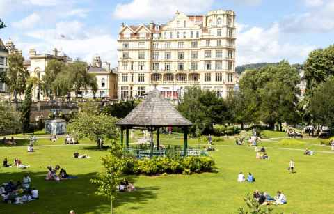 the-bandstand-in-parade-gardens-with-the-empire-hotel-in-the-background