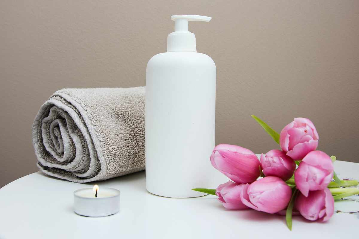 towel-moisturising-cream-and-flowers-on-table-at-spa-2-you