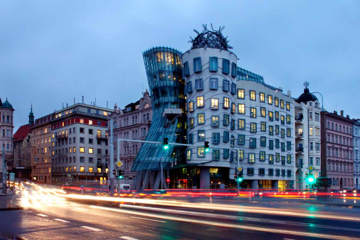 traffic-going-past-dancing-house-at-sunset