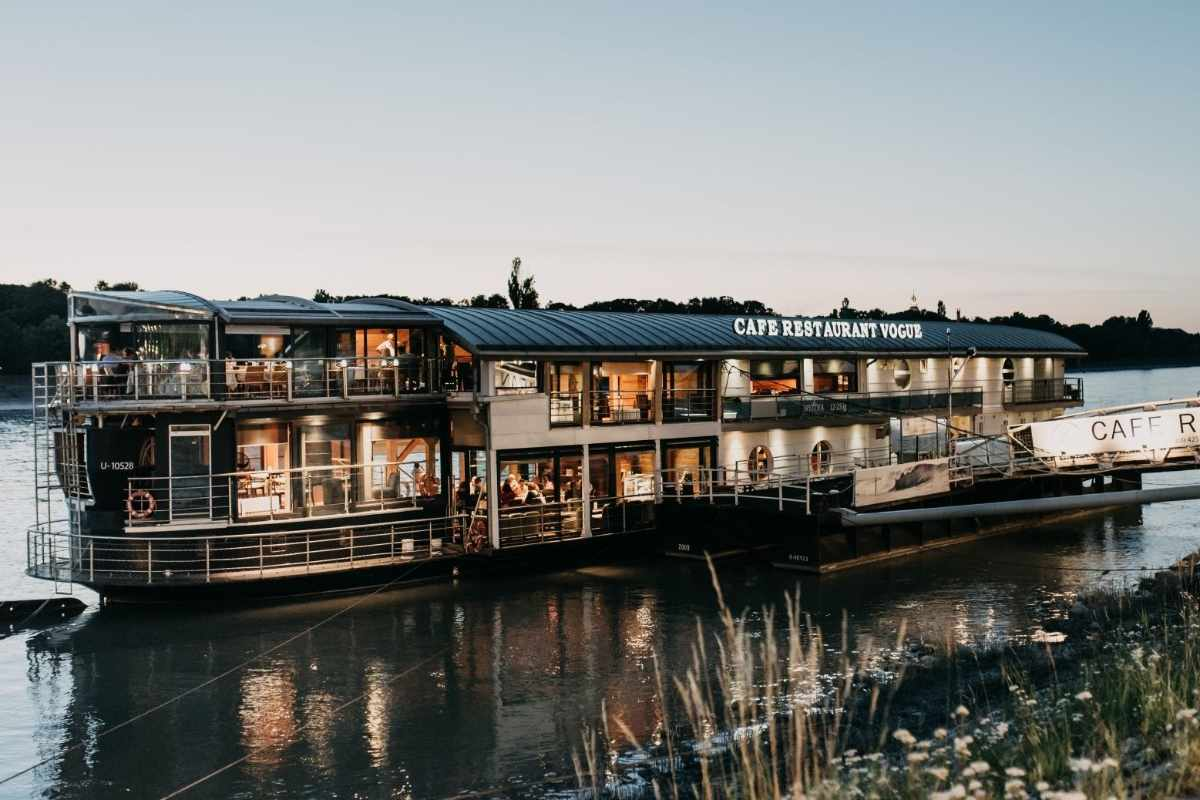 vogue-boat-café-and-restaurant-at-sunset-romantic-things-to-do-in-budapest