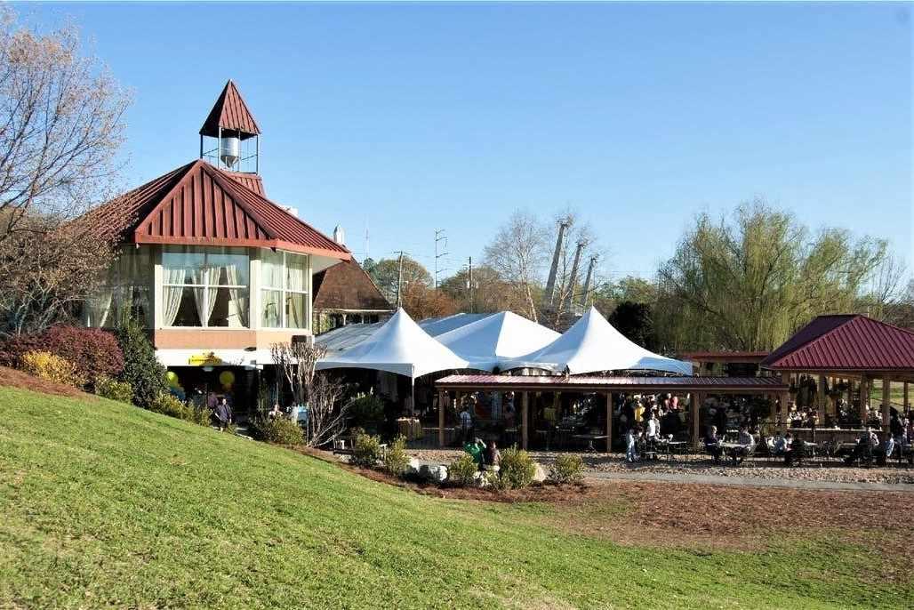 exterior-of-park-tavern-restaurant-on-sunny-day