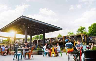 people-dining-outdoors-at-recess-bottomless-brunch-chicago