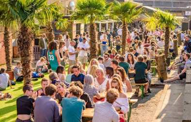 people-drinking-in-sunshine-at-birdies-bar-and-bbq-bottomless-brunch-liverpool