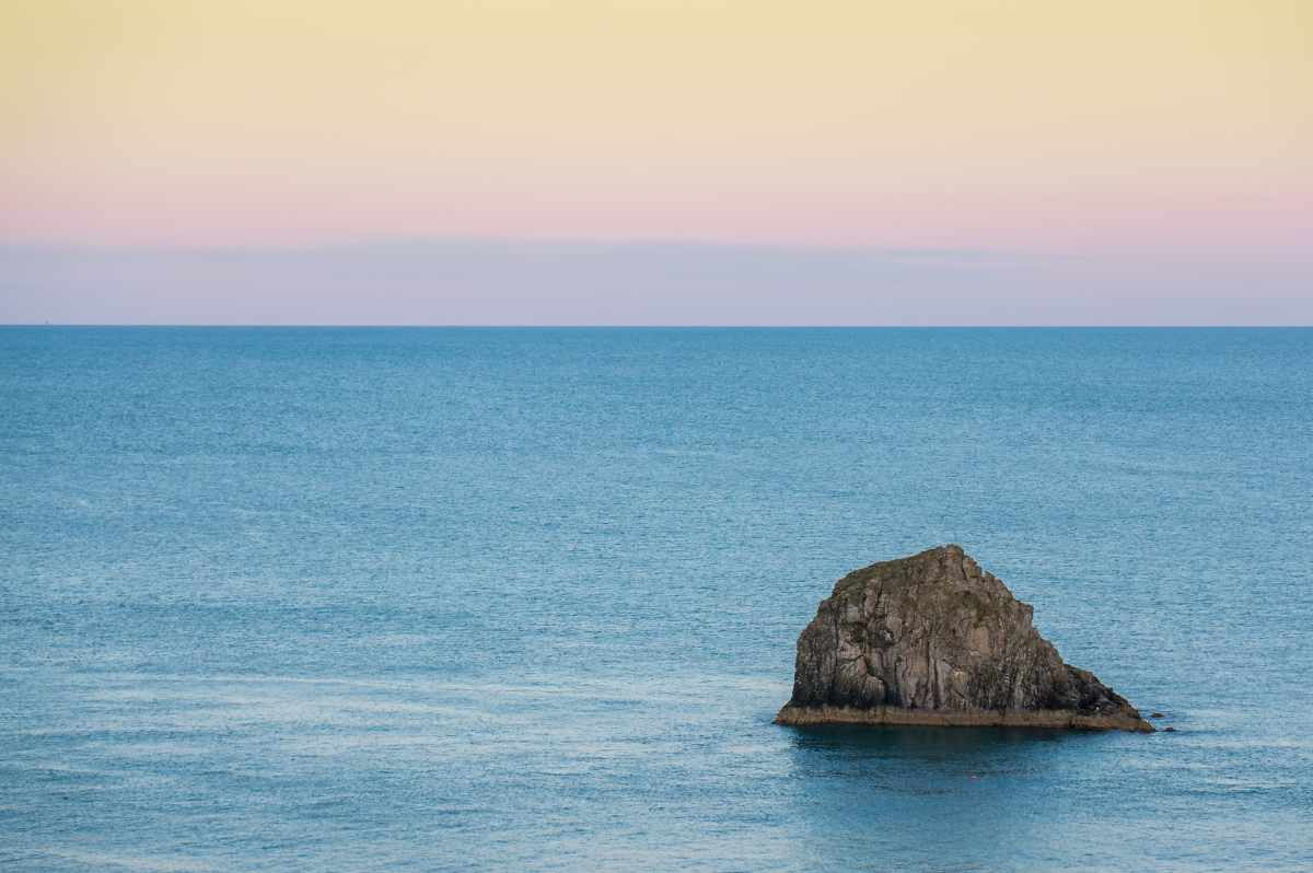 rock-at-sea-in-berry-head-nature-reserve-at-sunset