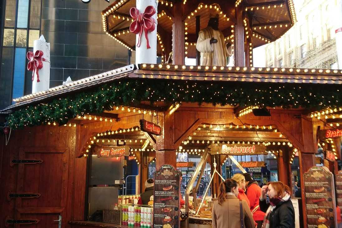 st-enoch-shopping-centre-christmas-market-in-glasgow