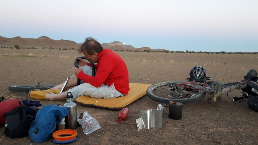 fixing a puncture in the Sahara - reason to go tubeless