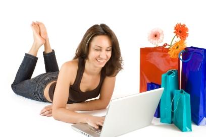 Online kann man sogar das ganze Jahr über auf Schnäppchenjagd gehen - ©istock.com/Argonavt