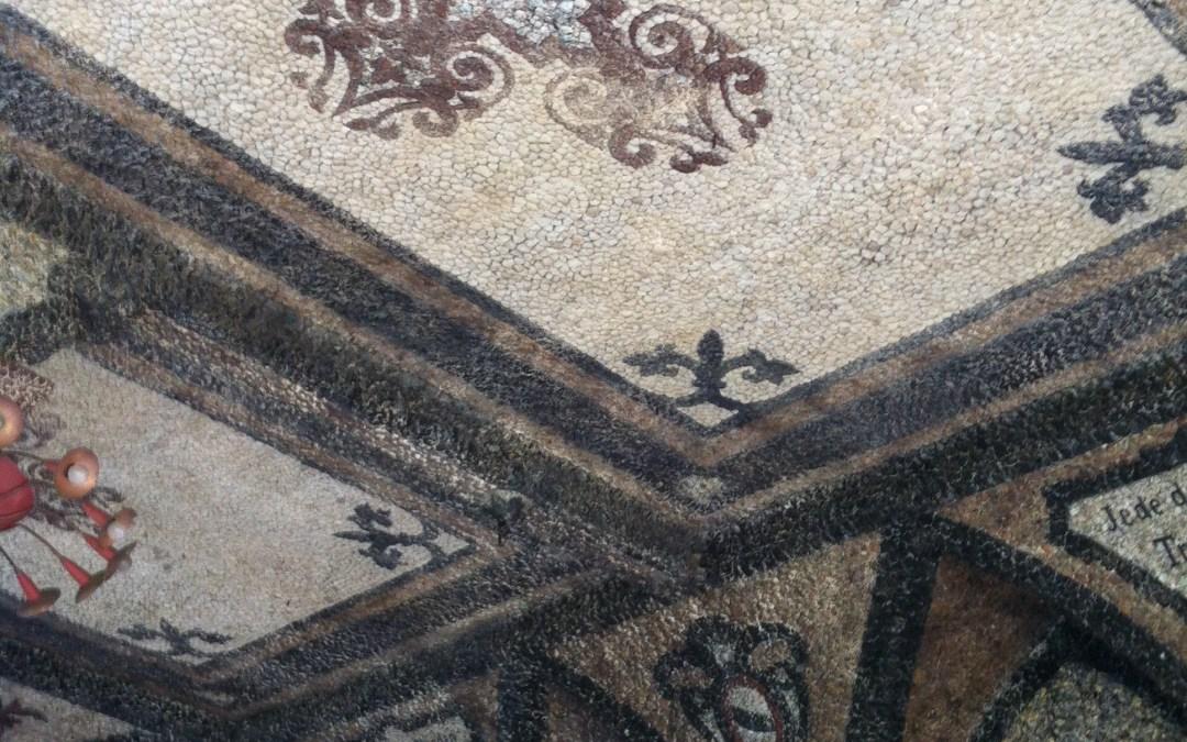 Eine Decke aus Lavagestein auf dem Rodderberg