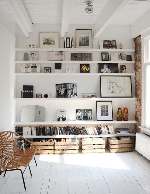 Eine Galeriewand aus Bildern oder Rahmen