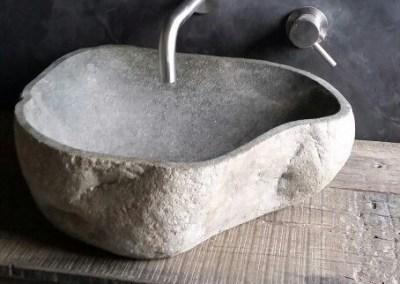 Waschbecken aus Flußstein