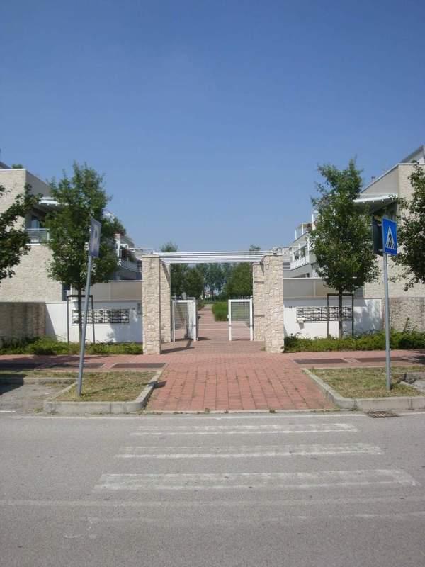 Complesso condominiale Green Park: ingresso condominiale