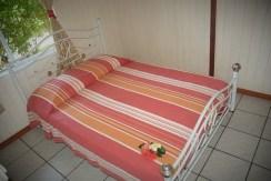 Grand bungalow : chambre lit double