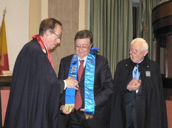Conferimento dell'onorificenza al Prof. Sindoni. Da sinistra: Salvatore Domenico Venuti, Angelo Sindoni, Pippo Castorina.
