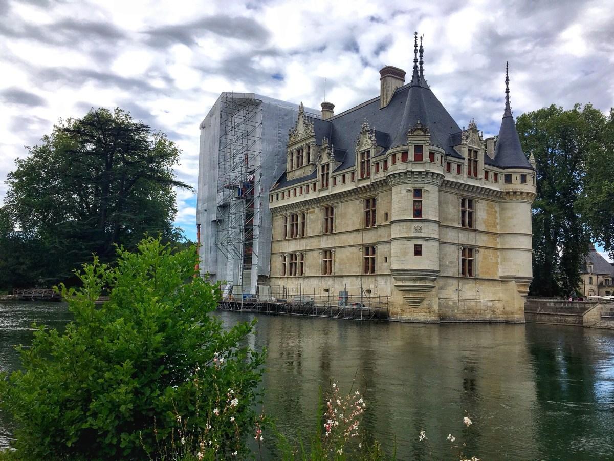 Château de Azay-le-Rideau, a cute villa in a lake