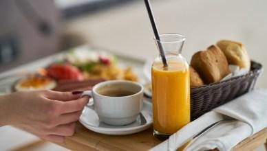 ¿Es bueno tomar leche y zumo de naranja