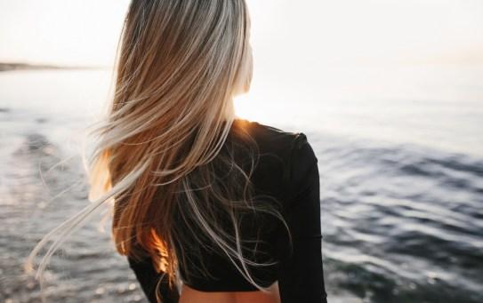 Caduta dei capelli a fine estate, ecco come contrastarla
