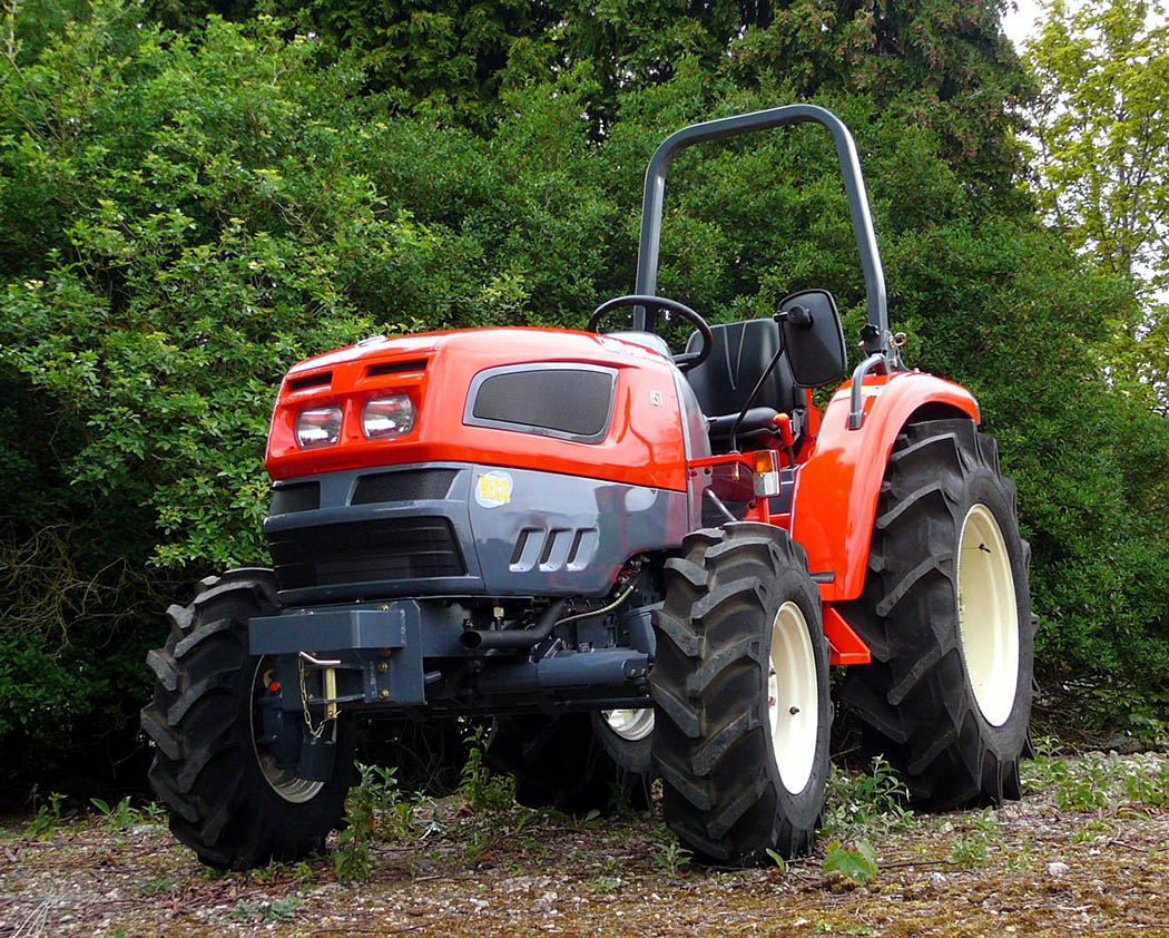 How to maintain small tractors – and look after your attachments