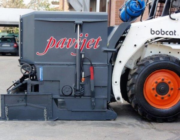 Bobcat skidsteer attachments ideal for materials-handling applications