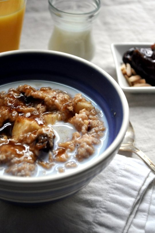 Quick Oatmeal with Fruit and Nuts