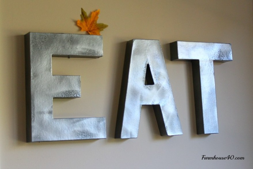 white pumpkins, farmhouse table, green hydrangea and candles make a pretty fall table