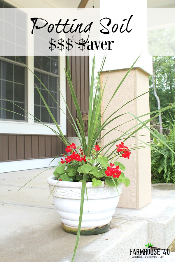 Potting Soil Saver Tips at Farmhouse40.com #garden #summer #containerplants
