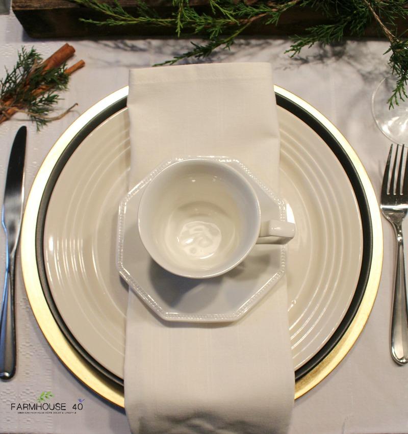 farmhouse-Christmas-table