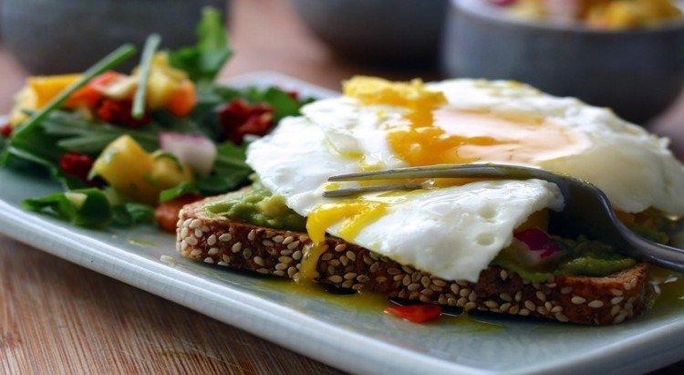 breakfast eggs at b&b farmstay