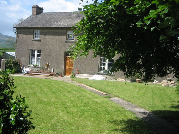 Exterior view of Nell's farmhouse B&B, Waterford, Ireland
