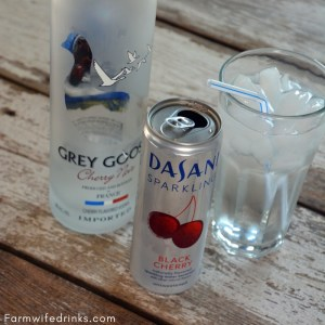The crisp cherry flavors of cherry from the dark cherry sparkling water are perfect with a cherry or regular vodka not leaving you wanting a sweet mixed cocktail when trying to stick with a low-carb diet.