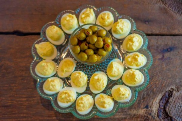 Deviled Eggs with a Kick from Farmwife Feeds are classic deviled eggs with the added touch of prepared horseradish. #eggs #deviledeggs #horseradish #recipe #instantpot
