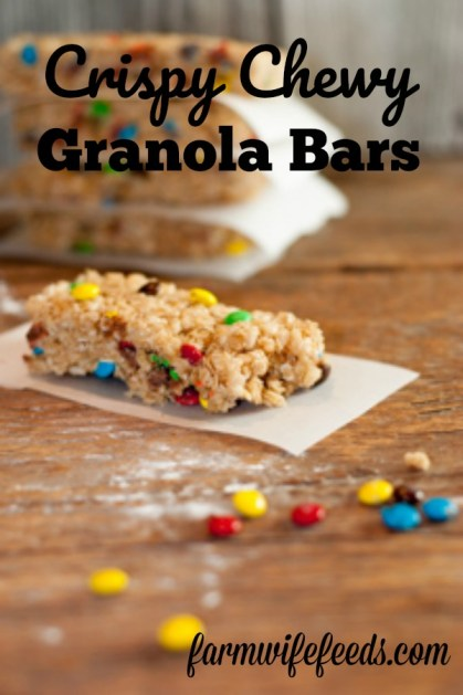 Crispy Chewy Granola Bars from Farmwife Feeds are a perfect combination of oats and Rice Krispies with just about any thing else you love added in. #granolabars #oats #recipe