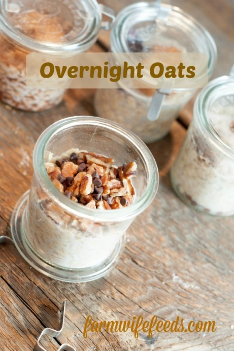 Overnight Oats In A Jar from Farmwife Feeds are the easiest way to make sure kids get a good start to the day even when they are running out the door! #oats #overnightoats #mealplan #mealprep