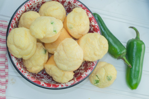 Jalapeno Corn Muffins from Farmwife Feeds, great bread option for almost any meal #recipes #muffins #cornmeal