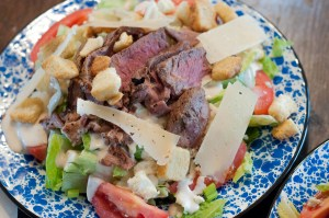 Black and Bleu Steak Salad from Farmwife Feeds is a filling lunch or supper any time of the year. #recipe #beef #steak #salad