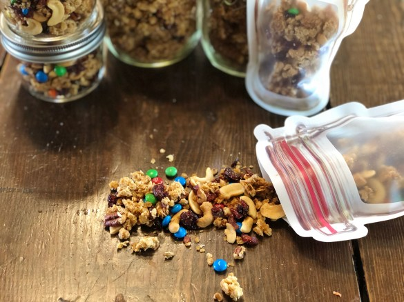 Crunchy Granola from Farmwife Feeds is an easy basic granola recipe that you can add your favorites to. #recipe #granola #oats