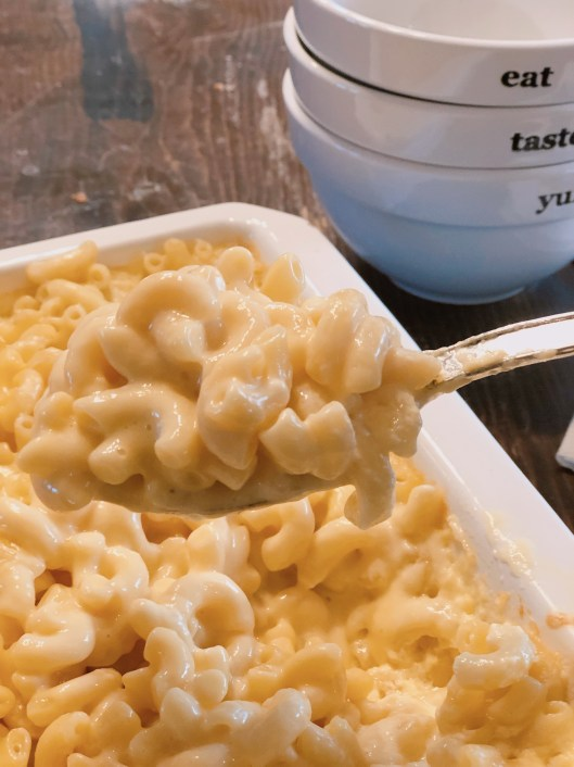 Almost Award Winning Mac and Cheese from Farmwife Feeds is a classic oven macaroni and cheese recipe that is creamy and delicious. #recipe #macandcheese #cheese #classic