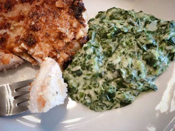 Creamed Spinach from Farmwife Feeds is a creamy easy side dish good at any meal. #creamedspinach #spinach #recipe