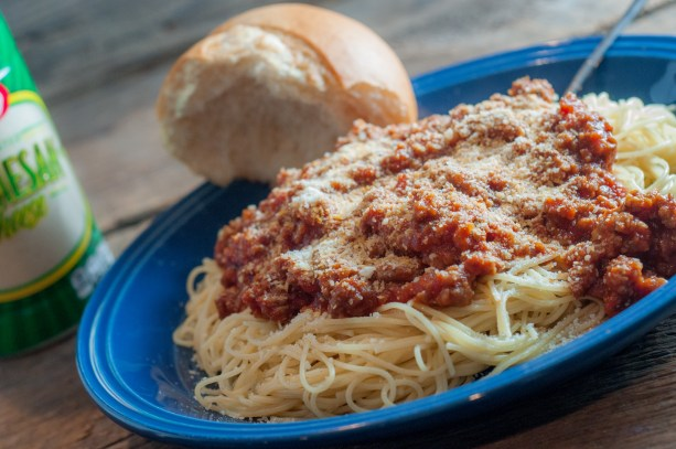 Super Meaty Spaghetti Sauce from Farmwife Feeds, ground beef and sausage make a big batch of spaghetti sauce that makes a great freezer meal. #spaghetti #tomatosauce #groundbeef #sausage