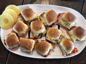 Hawaiian Pizza Sliders from Farmwife Feeds are a pizza take on slider sandwiches, easy to make and feed a crowd. #sliders #sandwiches #pizza