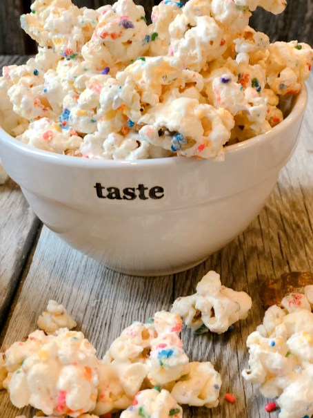 Marshmallow Funfetti Popcorn from Farmwife Feeds is a salty, sweet, chewy snack full of sprinkles, great for snacks or parties. #popcorn #sprinkles #marshmallow #treat