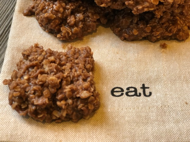 Classic No Bake Cookies from Farmwife Feeds are always easy to make and a hit anytime of the day! #nobake #oatmeal #cookies