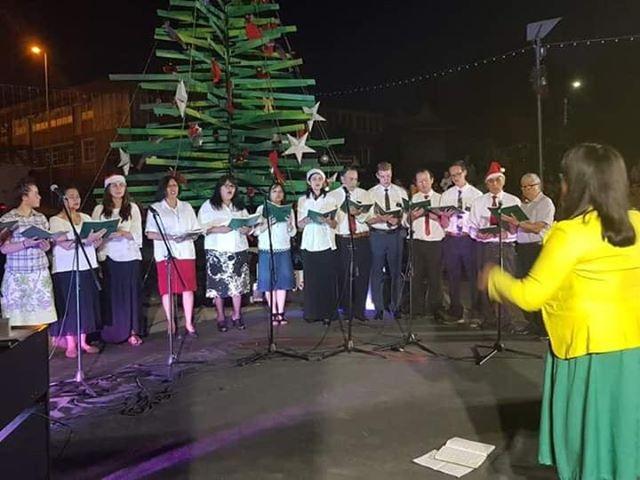 Coro de la Iglesia participa en Encendido del Árbol de Navidad